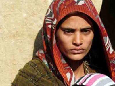 शहीद हेमराज की पत्नी (फाइल फोटो)