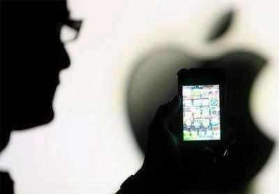ऐपल स्टोर में घुसा, तोड़ने लगा आईफोन, लैपटॉप्स