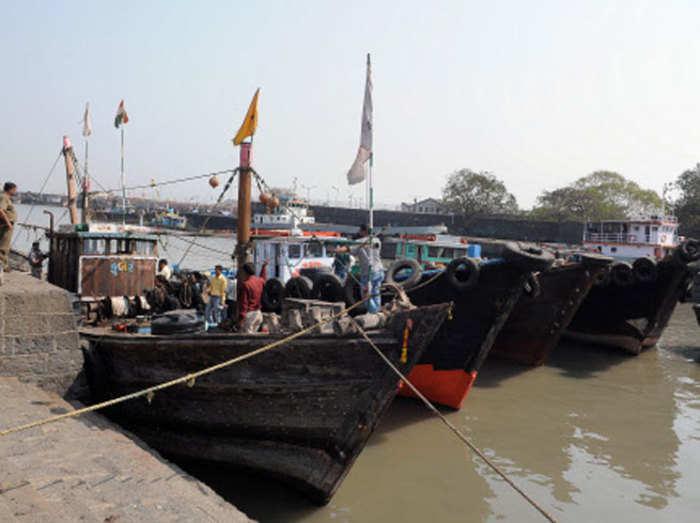 भारत में घुसने की फिराक में दो पाकिस्तानी नाव, समुद्री सीमा पर बढ़ी चौकसी
