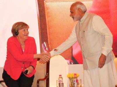 इंडो-जर्मन समिट 2015 में मोदी के साथ अंगेला मर्केल (फाइल फोटो)।