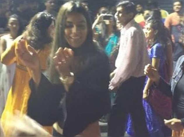 देखें: अमेरिका में निया शर्मा ने किया गरबा डांस