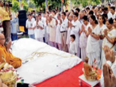 बौद्ध धर्म अपनाया