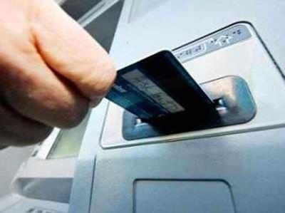32 लाख डेबिट कार्ड की सुरक्षा में सेंध की आशंका, बैंकों में ग्राहकों के लिए चिंता बढ़ी