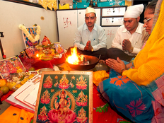 deepavali festival will start from 28 october know the perfect timing for puja