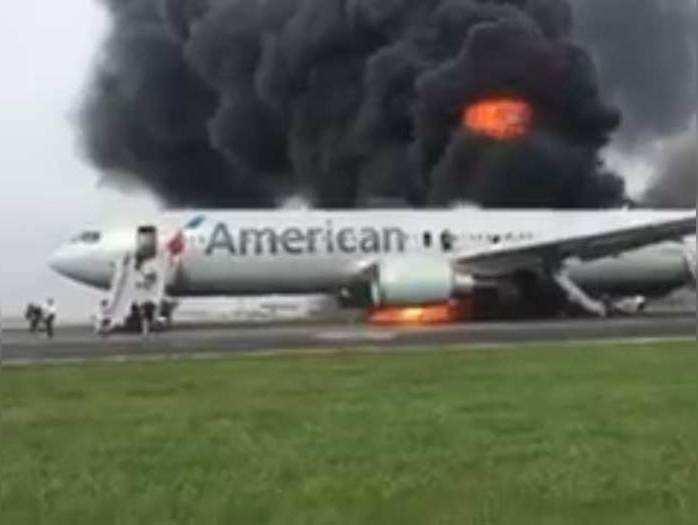टेक-ऑफ के दौरान अमेरिकी एयरलाइंस के विमान का फटा टायर, लगी आग