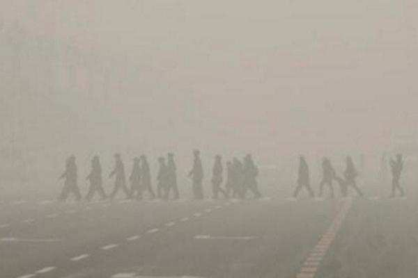 Air pollution: Smog chokes Delhi