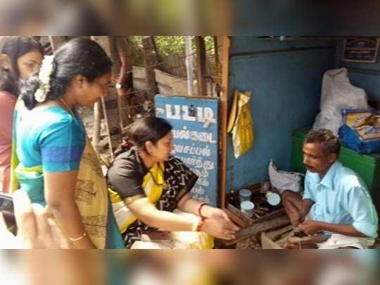 #NoteBan-এর গেরো! জুতো সেলাই করিয়ে মুচিকে ১০০ টাকা ধরালেন স্মৃতি