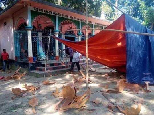 बांग्लादेश में हिंदू मंदिर में तोड़-फोड़, तीन मूर्तियां तोड़ी गयीं