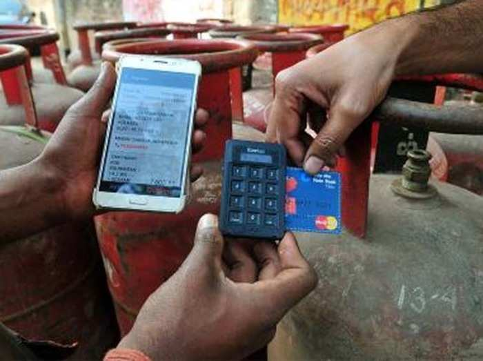 डेबिट कार्ड ट्रांजैक्शंस में चार्ज घटाने पर RBI को ऐतराज
