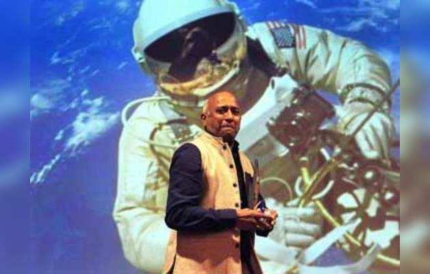 आईआईटी बॉम्बे की टेकफेस्ट में पहुँचे राकेश शर्मा, अंतरिक्ष में अपने अनुभवों को किया शेयर