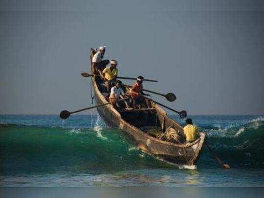 தமிழக மீனவர்கள் 7 பேர் கைது: இலங்கை கடற்படை அட்டூழியம்