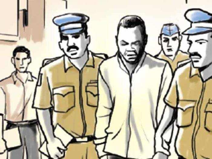 500 लोगों से धोखाधड़ी के आरोप में 6 गिरफ्तार
