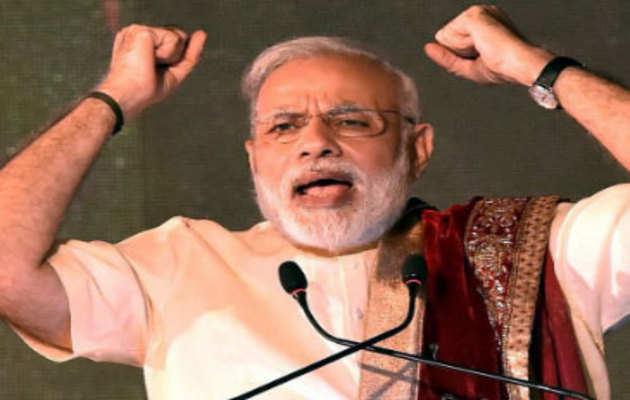 लखनऊ: प्रधानमंत्री मोदी रैली में कर रहे लोगों को संबोधित