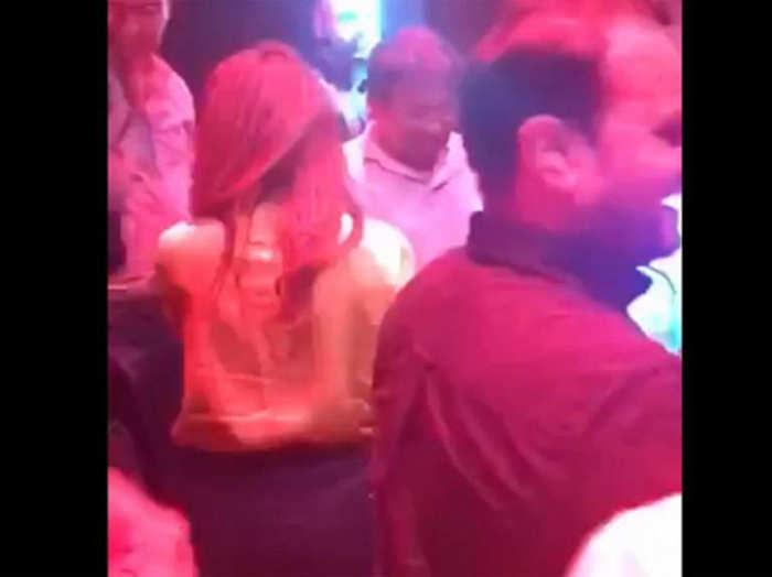'दिल्ली वाली गर्लफ्रेंड' पर थिरकते दिखे पूर्व राष्ट्रपति मुशर्रफ