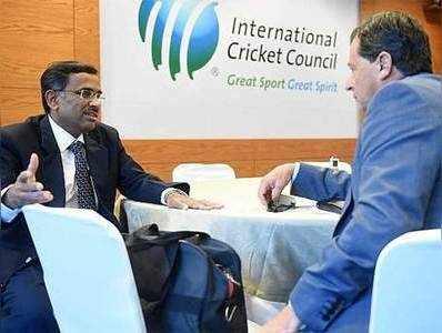 लिमये (लेफ्ट) ने ICC से बदलावों पर अप्रैल में फैसला लेने की गुजारिश की।