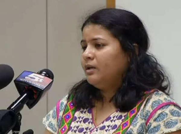 మేం అమెరికా వాళ్లమా?!: శ్రీనివాస్ భార్య