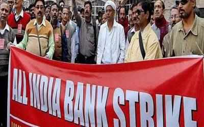 Bank-personnel-at-a-one-day-nationwide-strike