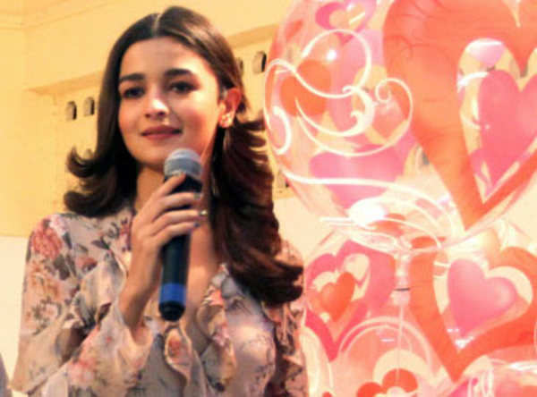 check out lesser known facts about birthday girl alia bhatt