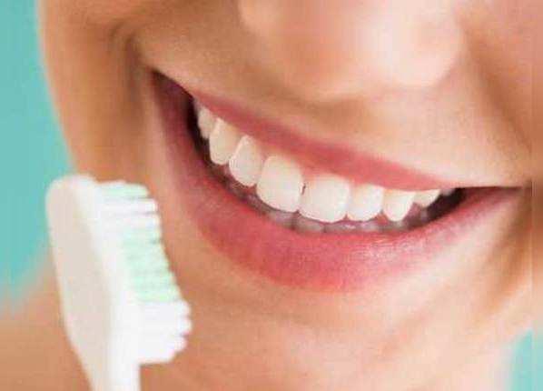 दांतों की सेहतः ब्रश के तरीके से तय होगा फायदा-नुकसान
