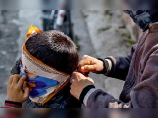 আস্থা ফেরাতে কাশ্মীরে দোরে দোরে ঘুরে জনসংযোগ জওয়ানরা