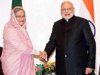 बांग्लादेश की प्रधानमंत्री शेख हसीना के साथ पीएम नरेंद्र मोदी (फाइल फोटो)