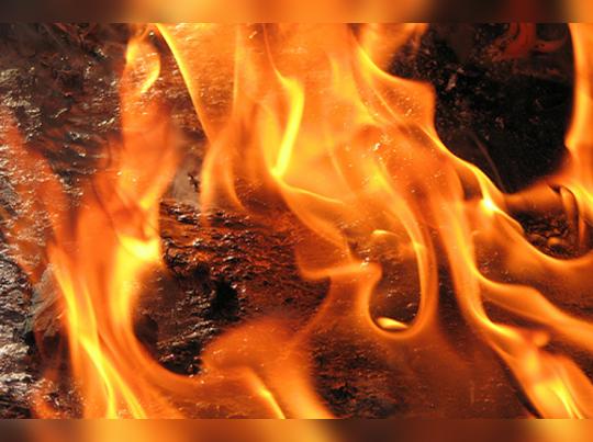 কাকার কামুক নখ-দাঁতে বিক্ষত শরীর, আগুনেই নিষ্কৃতি কিশোরীর