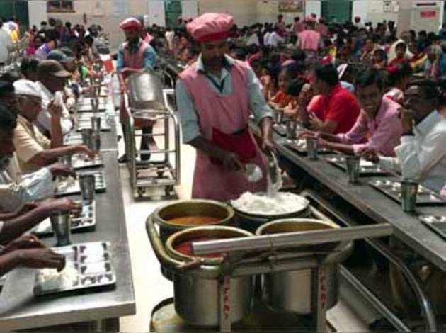 देखें, शिरडी के साई बाबा मंदिर में एशिया का सबसे बड़ा रसोईघर जहाँ 40,000 लोग रोज़ खाते हैं प्रसाद
