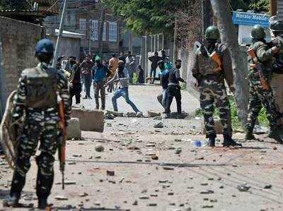 कश्मीर उपचुनाव के विरोध को लेकर भड़की हिंसा।