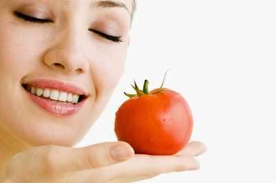 Tomato-Face-Pack-For-Skin-Rejuvenation