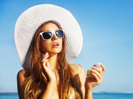 कौन सी सनस्क्रीन लगा रही हैं आप... फिजिकल या केमिकल?