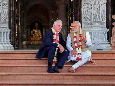 भारत दौरे पर आए टर्नबुल के साथ मोदी मंदिर भी गए थे।