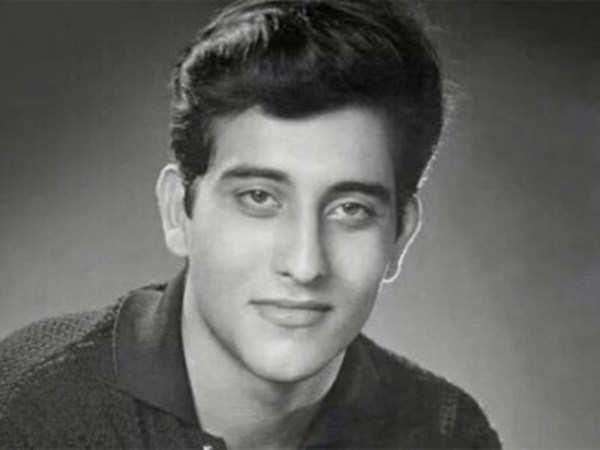 actor vinod khanna passes away in mumbai