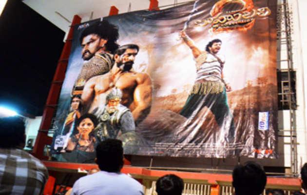 जानिए, लोगों को कैसी लगी फिल्म 'बाहुबली 2'