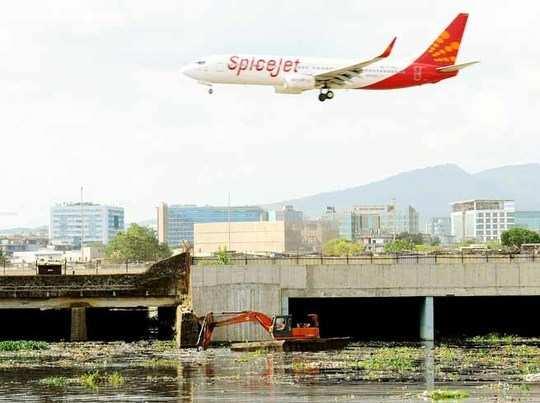 बिना यात्रियों को सूचना दिए ही उड़ गया स्पाइसजेट का विमान