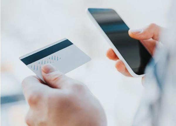 क्रेडिट कार्ड का करें समझदारी से इस्तेमाल
