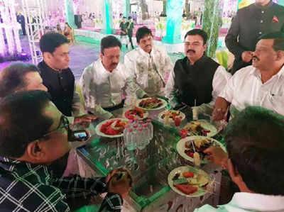 शादी में पुलिस अधिकारी भी मौजूद थे