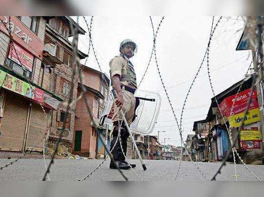 হিজবুল নেতা মৃত্যুর জেরে ফের বিচ্ছিন্ন কাশ্মীর, banned ইন্টারনেট