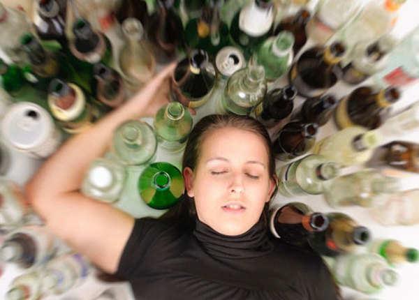 टैटू बनवाने से पहले शराब पीकर न जाएं