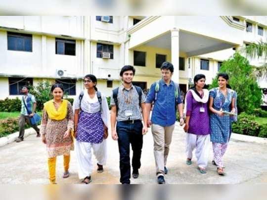 செமஸ்டர் தேர்வு: முதல் 10 இடங்களைப் பிடித்த கல்லூரிகள்!!
