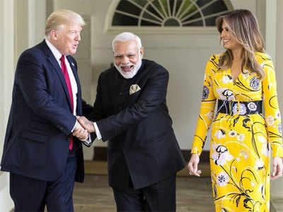 वाइट हाउस में राष्ट्रपति ट्रंप और उनकी पत्नी के साथ प्रधानमंत्री नरेंद्र मोदी...