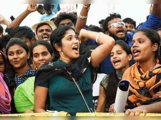 எங்க நெத்தியில இ..வா..ன்னு எழுதியிருக்கா?: 'பிக் பாஸை' அசிங்கப்படுத்தும் இளைஞர்கள்!