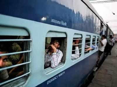 रेलवे की सुविधा बनीं यात्रियों की दुविधा