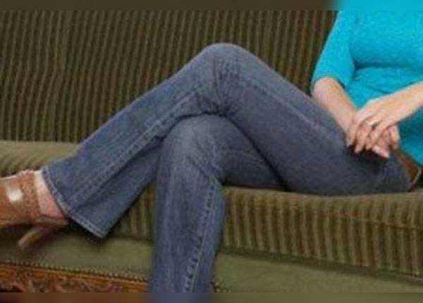 क्रॉस लेग बैठने से आपकी सेहत पर ये बुरे असर