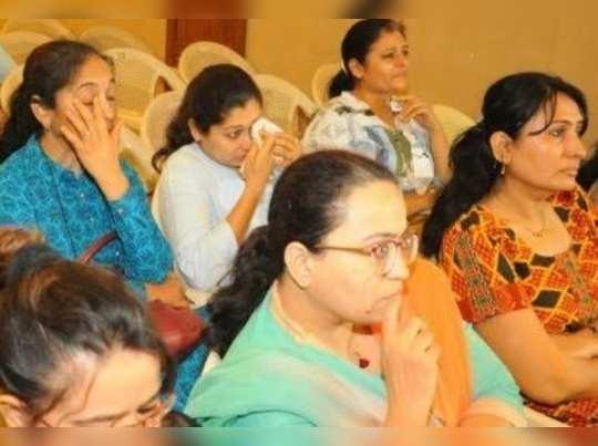লাফিং ক্লাব এখন পুরনো, দেখুন দেশের প্রথম ক্রাইং ক্লাব