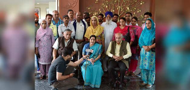 इराक में लापता 39 भारतीयों के परिजनों से सुषमा स्वराज ने की मुलाकात