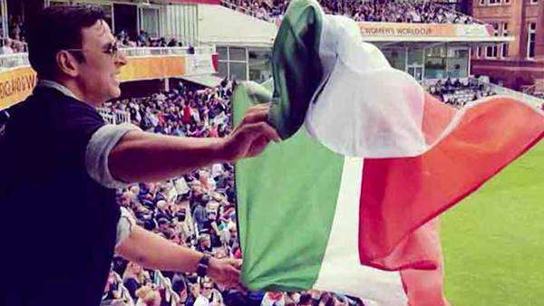 akshay kumar apologises for holding indian flag upside down at lords