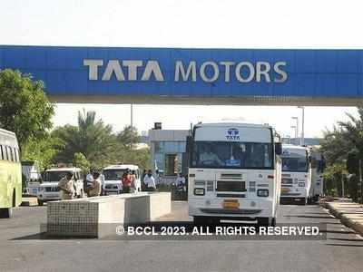 टाटा टियागो इलेक्ट्रिक वाहन के साथ ही टाटा मोटर्स नैनो के भी इलेक्ट्रिक वर्जन पर काम कर रही है।