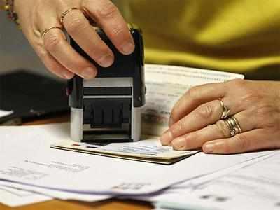 नौकरी ढूंढने वालों को दूतावास की सलाह, 'विजिट वीजा UAE में काम करने न जाएं'