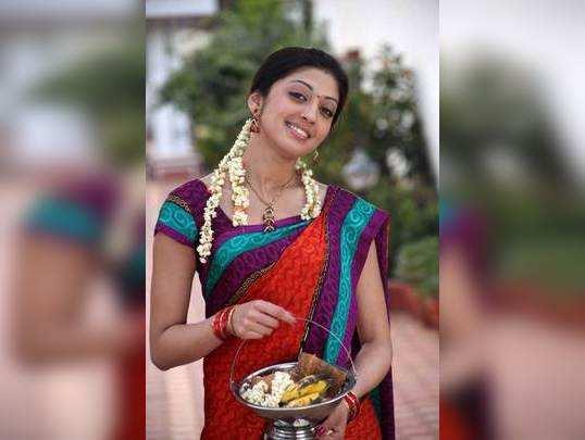 சர்ப்ப தோஷ பரிகார பூஜை செய்த நடிகை பிரணிதா!