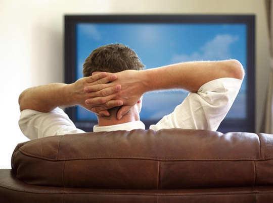 watching tv: देर तक बैठकर टीवी देखना सेहत के लिए हानिकारक - why watching  television for prolonged hours is dangerous | Navbharat Times
